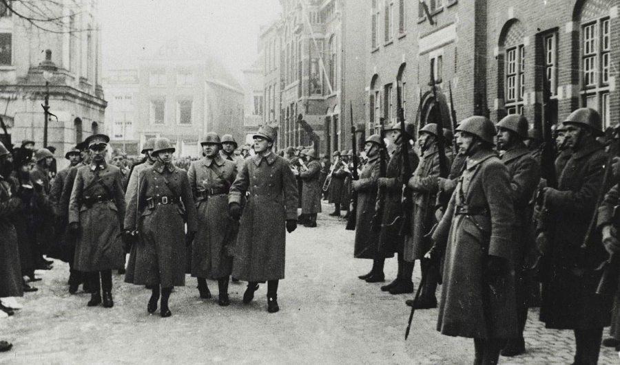 Prins Bernhard inspecteert de troepen in Gorinchem 1 januari 1940, collectie Ministerie van Defensie.
