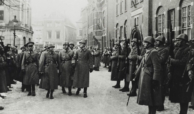 Prins Bernhard inspecteert de troepen in Gorinchem, 1 januari 1940, fotocollectie Ministerie van Defensie.