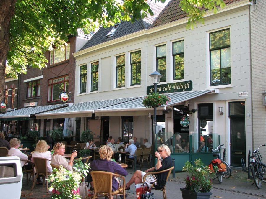 Varkenmarkt Gorinchem van begraafplaats en markt voor biggen tot een gezellig terras...