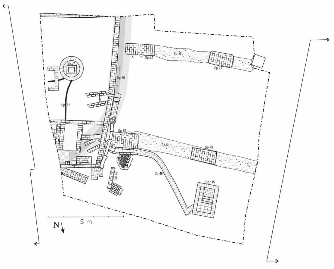 19de eeuwse resten van synagoge, schoolgebouw, mikwe en watergang (grijs), archeologisch onderzoek naar voormalige synagoge aan de Kwekelstraat te Gorinchem in 2000.