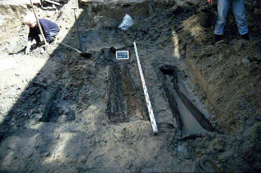 Skeletten monniken gevonden, onderzoek begraafplaats minderbroeder klooster aan de Varkenmarkt