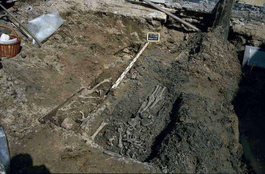 Archeologisch onderzoek begraafplaats minderbroederklooster Varkenmarkt 1996