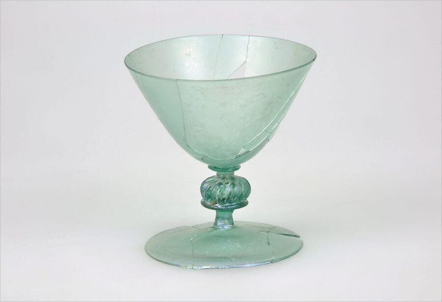 Kelkglas gevonden tijdens de opgraving aan de Krijtstraat in 2002