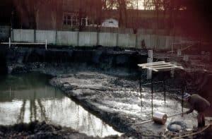 Muurresten Blauwe Toren gevonden tijdens bouwwerkzaamheden aan de Krabsteeg te Gorinchem in 1983-1984