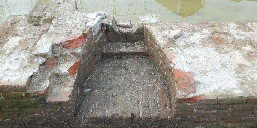 Vestingmuur met schietgat, archeologisch onderzoek Buiten de Waterpoort te Gorinchem