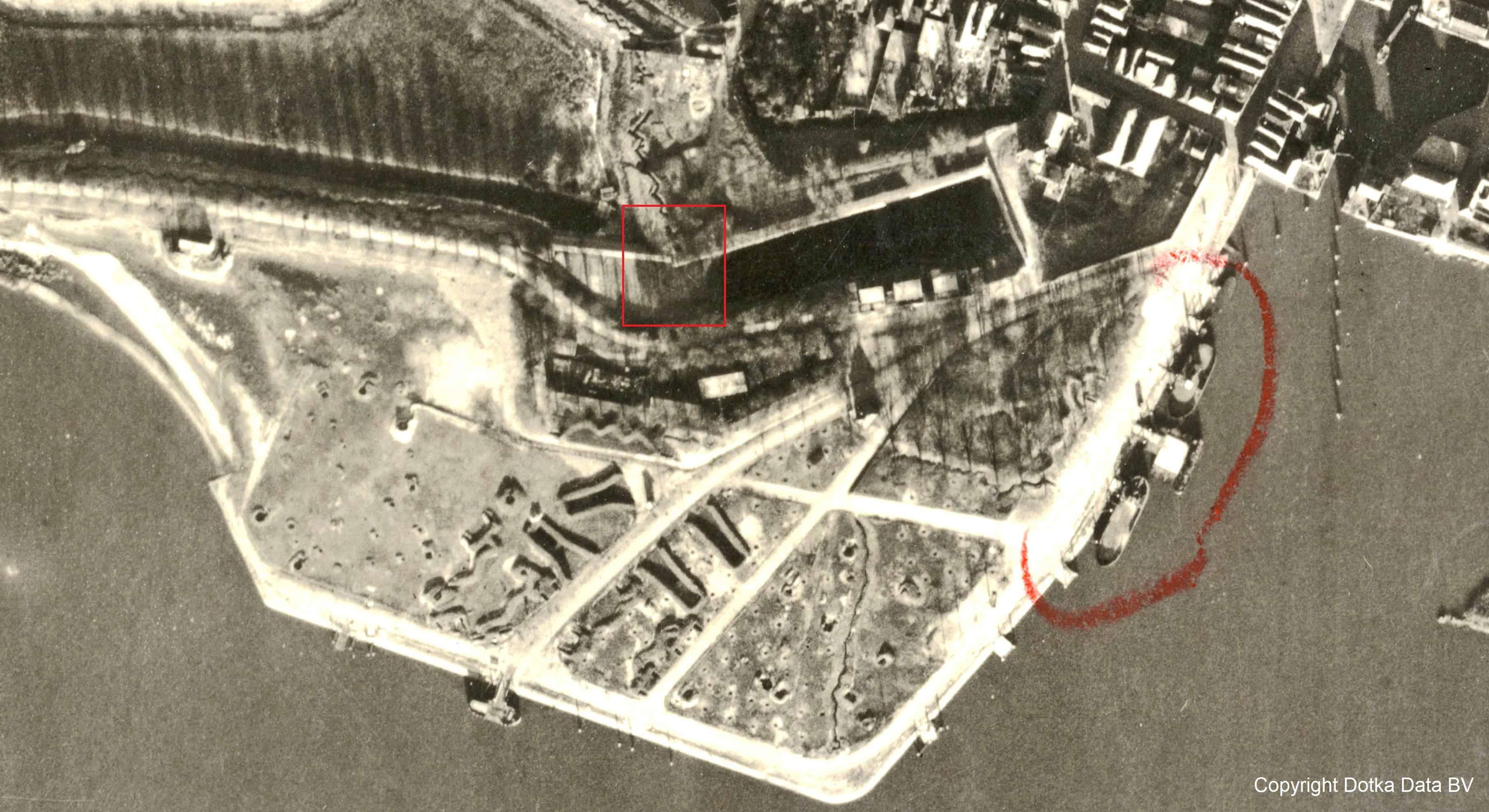 Detail luchtfoto Gorinchem met contour Blauwe Toren 24 december 1944 door RAF, collectie Dotka.com