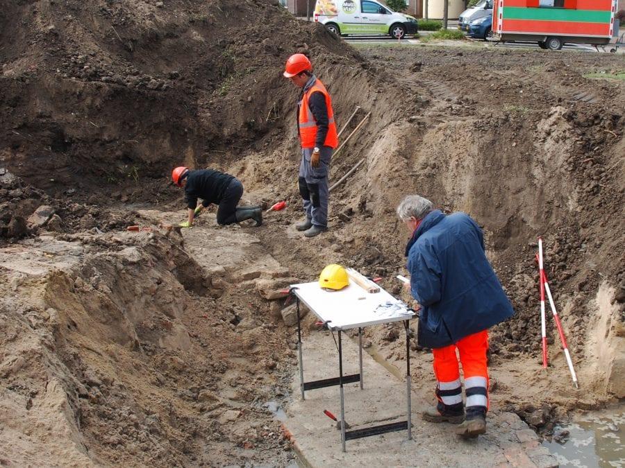 Proefsleuvenonderzoek laatmiddeleeuwse stadsmuur Bagijnenwalstraat Lindeboom Gorinchem 2019