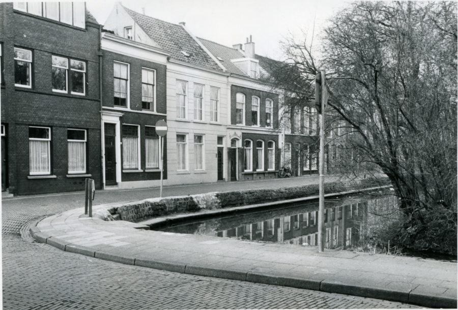 Pompstraat met Schuttersgracht Gorinchem ca 1972