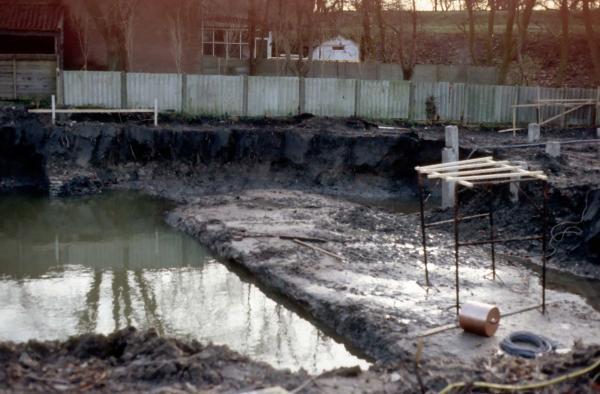 Muurresten gevonden tijdens bouwwerkzaamheden aan de Krabsteeg in 1983-1984
