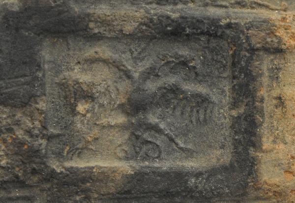 Haardplaat detail wapen van Habsburg