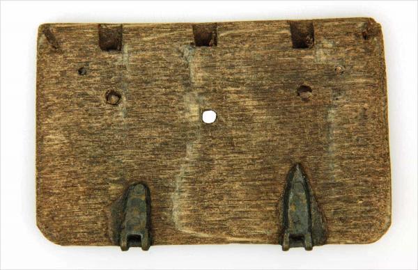 <br>Houten deel (plat) van een boekband, 16de eeuw.