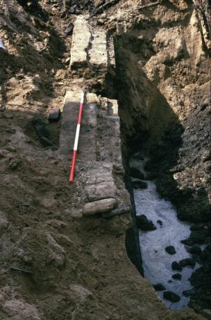 Archeologisch onderzoek aan de Melkheul te Gorinchem in 2000.